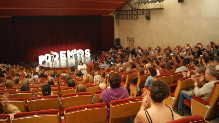 Unas 200 personas han acudido a la presentación de Arronti Cantabrica, celebrada en la Sala Pereda.