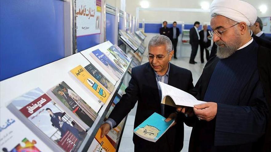 Los iraníes exhiben su gusto por leer en la mayor feria del libro de Asia