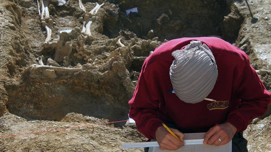 Intervención arqueológica en el cementerio de Alfarnate. | JUAN MIGUEL BAQUERO