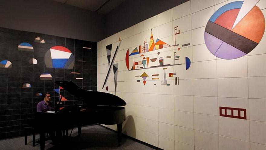Las formas abstractas de Kandinsky colorean México por primera vez