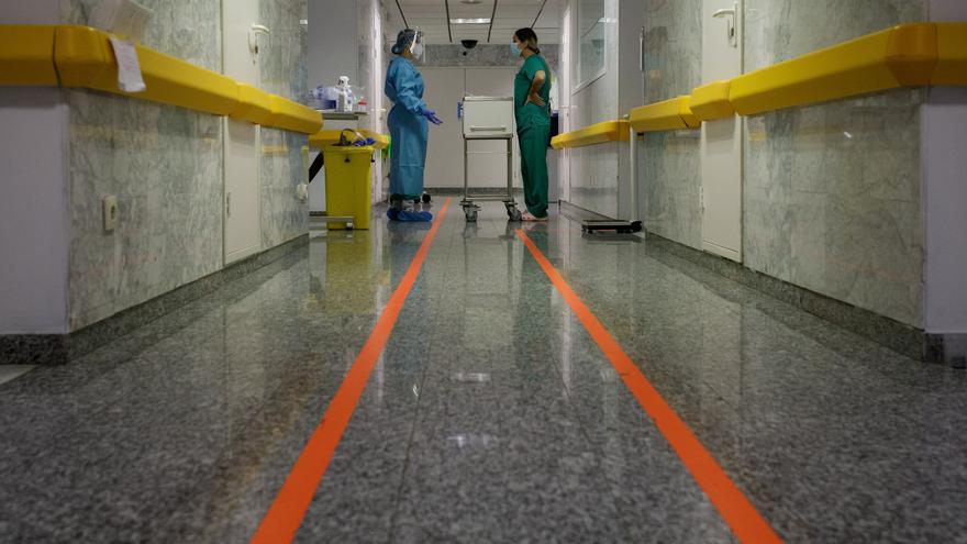 Un informe concluye que Tenerife reduce su riesgo pandémico aunque preocupa la incidencia en mayores