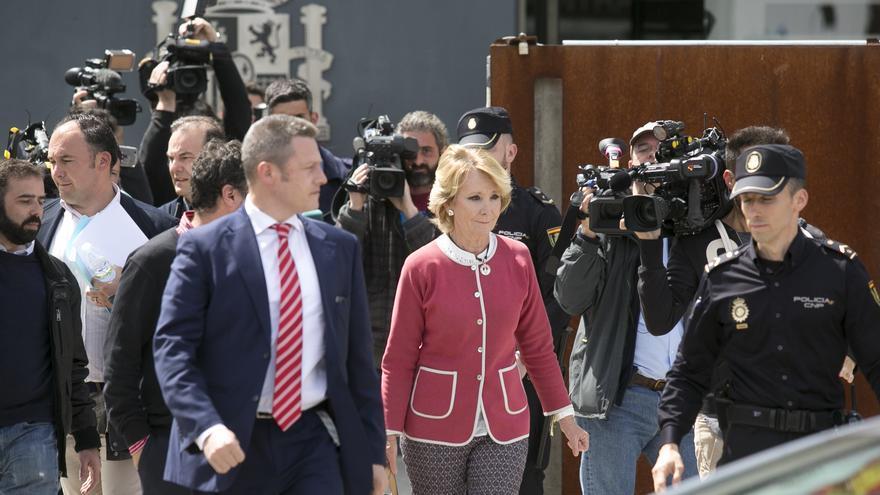 Esperanza Aguirre a su salida de la Audiencia Nacional tras declarar como testigo en el juicio de la trama Gürtel