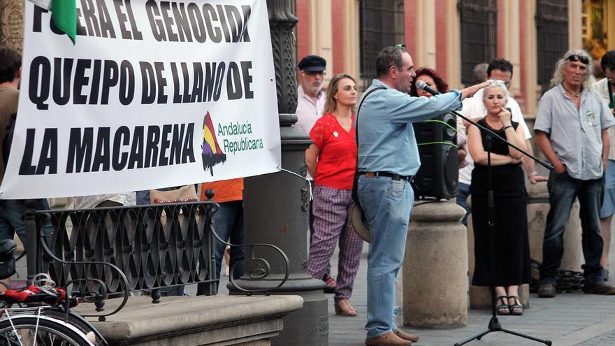 'Andalucía Republicana' pide que la Iglesia saque los restos de Queipo de la Macarena. | JUAN MIGUEL BAQUERO