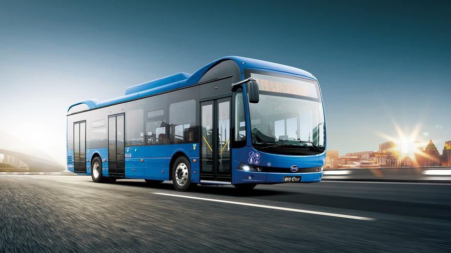 Archivo - Santander propone adjudicar a BYD por casi un millón de euros dos autobuses eléctricos del TUS