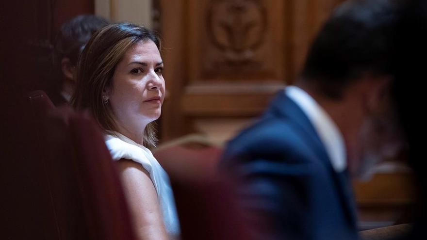 Evelyn Alonso se enfrenta este viernes al pleno que podría expulsarla de sus cargos en el Ayuntamiento de Santa Cruz por tránsfuga
