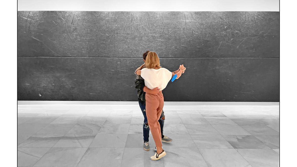 Pareja bailando en la exposición DANCE en el CAAM / Leandro Betancor 2021