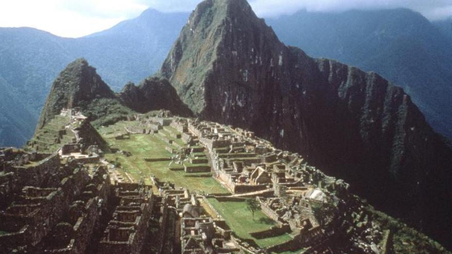 Un helicóptero sobrevolará Machu Picchu para buscar más restos arqueológicos