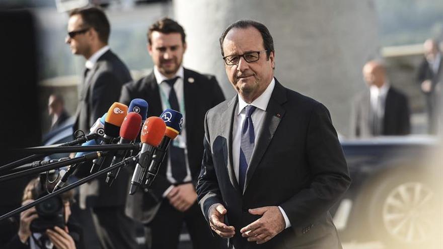 Hollande: Francia no puede estar sola en el esfuerzo en Defensa en la UE