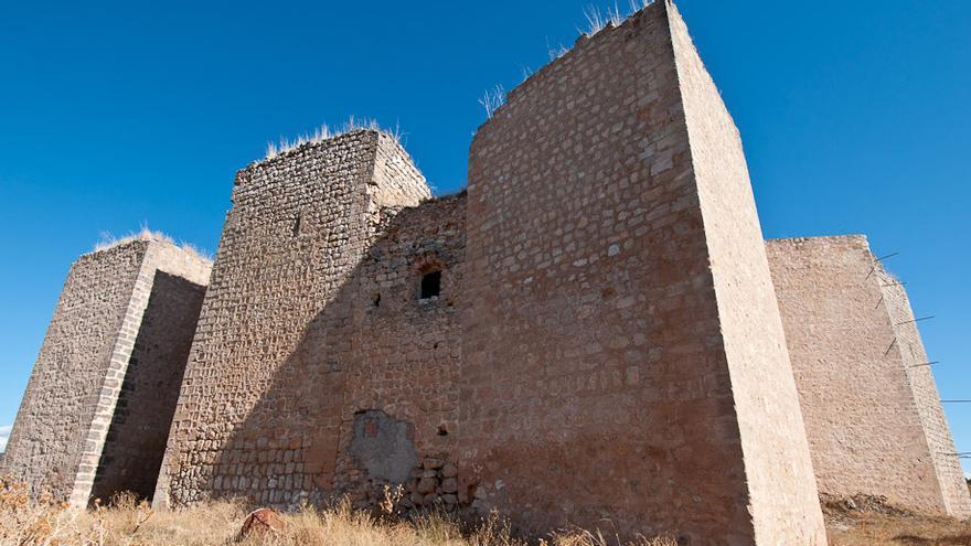 Fachado exterior del castillo de Cifuentes