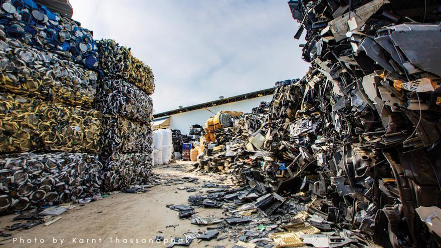 Contenedores de plástico importado en Lat Krabang (Tailandia) el 1 de junio de 2018.