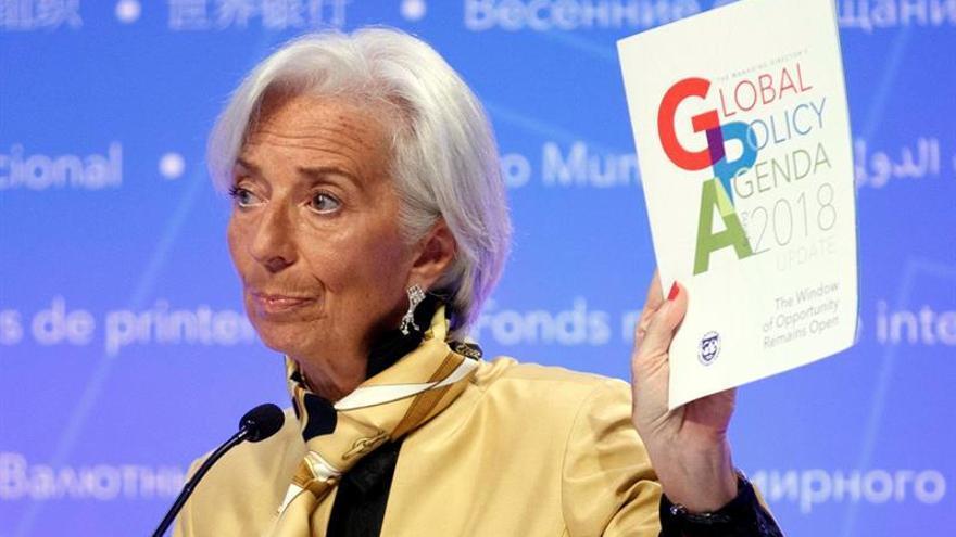 """El FMI alerta de """"insostenible"""" la deuda y el riesgo de inflación sorpresa en EE.UU."""