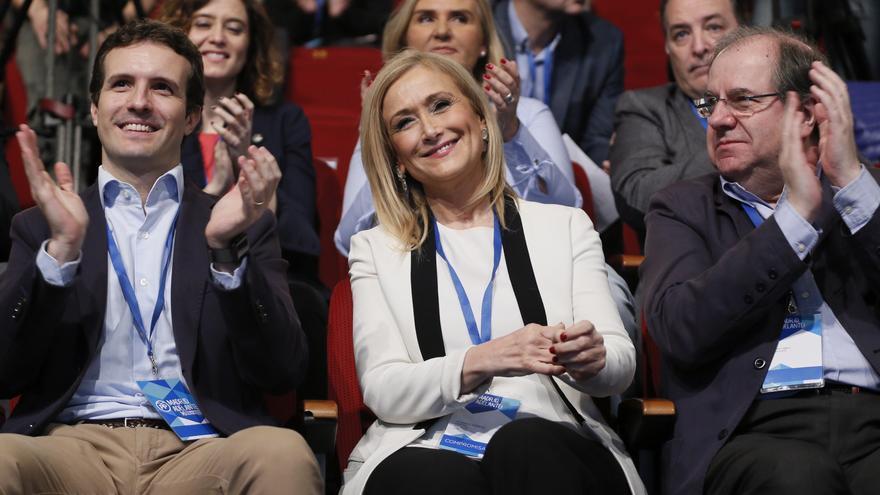 Pablo Casado,iz., y la expresidenta de la Comunidad de Madrid,Cristina Cifuentes, durante el XVI Congreso del PP de Madrid. EFE/Mariscal