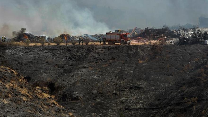 Restos del fuego de una nave industrial en Chiloeches