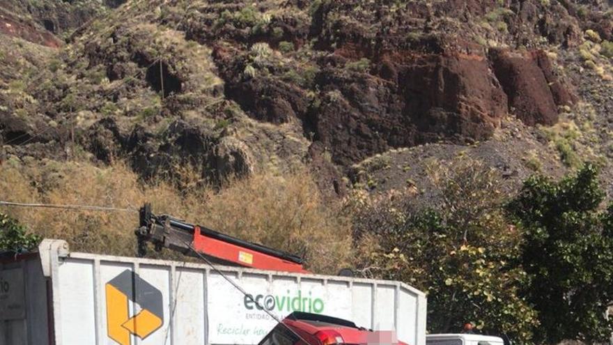 El inverosímil accidente que ha dejado así un coche en Las Teresitas