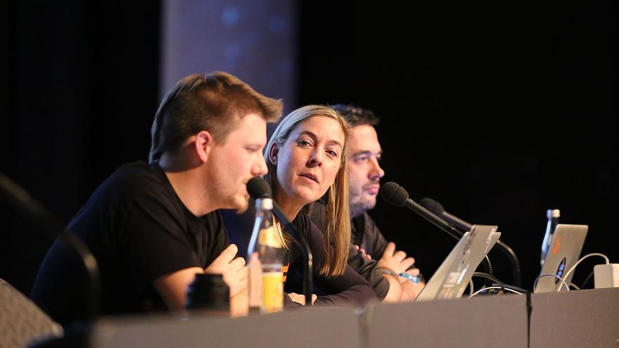 De derecha a izquierda: Linus Neumann, Constanze Kurz y Frank Rieger.