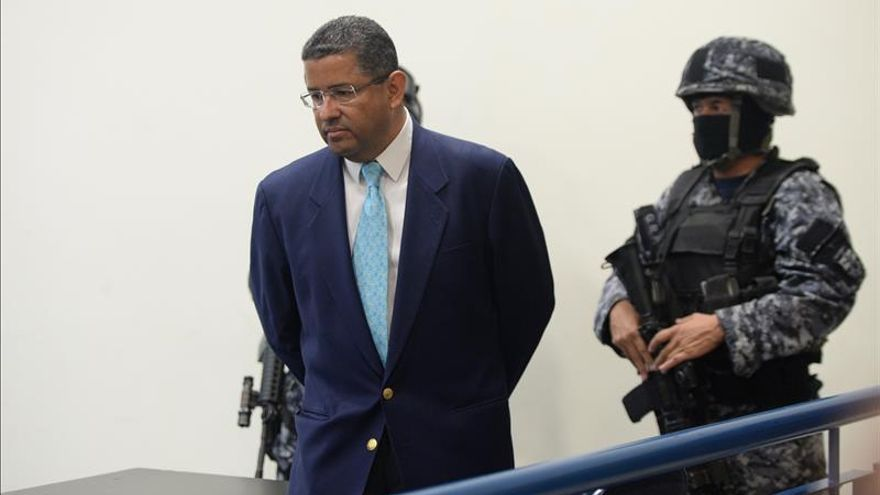 El juez oficializa la apertura del juicio contra el expresidente salvadoreño Flores
