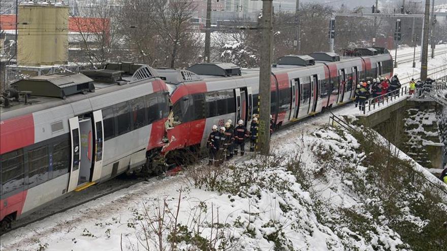 Chocan en Austria dos trenes de pasajeros causando heridos de gravedad