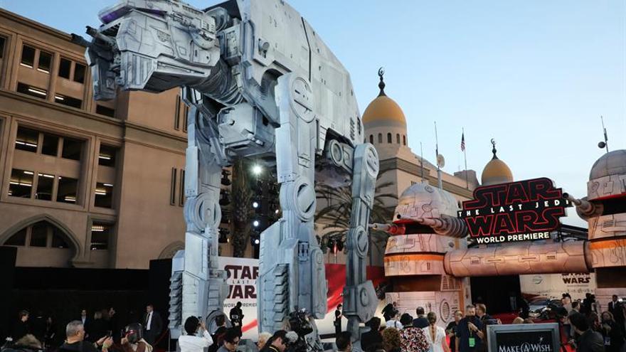 """""""Los últimos Jedi"""" logra 220 millones de dólares en EE.UU. en su primer fin de semana"""