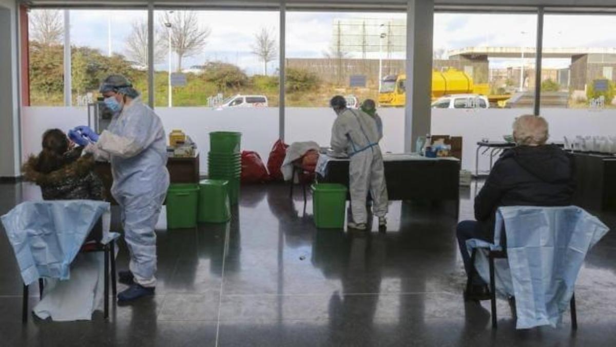 Realización de pruebas PCR en las instalaciones de Ifeme, en Mérida