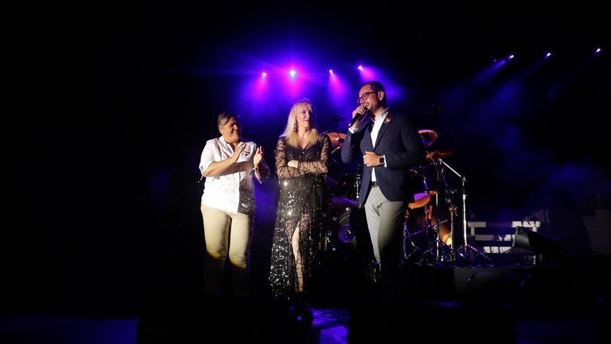 Noelia García y Jordi Pérez en el acto de inauguración.