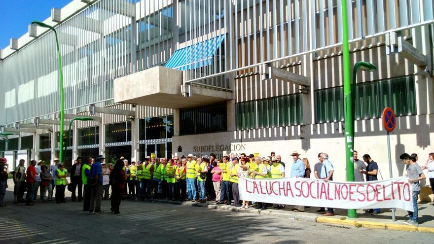Manifestación de apoyo a los multados por denunciar reparto de propaganda a niños