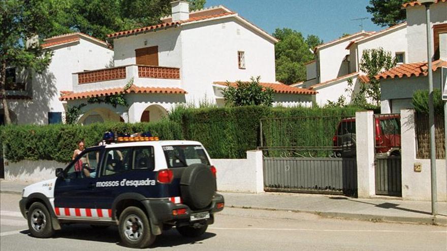 Una anciana y su cuidadora, asaltadas y amordazadas en una masía de Girona