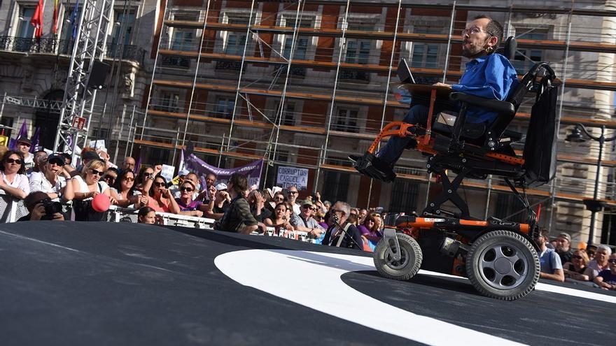 El secretario de Organización de Podemos, Pablo Echenique, en la concentración por la moción de censura el 20M en Sol.