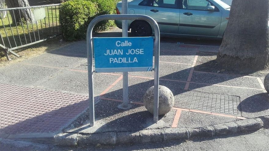 Podemos solicita al Ayuntamiento de Jerez la retirada de la calle a Padilla por portar una bandera franquista