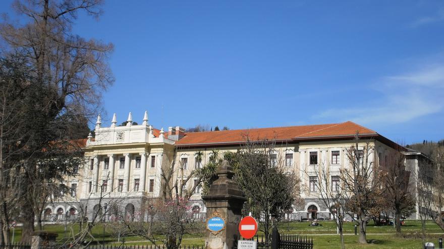 Universidad de Deusto acoge desde este lunes una exposición con motivo del 60 aniversario de la AECC