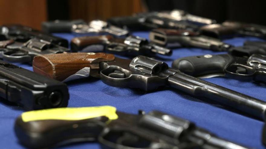 Entran en vigor en Texas leyes que relajan los controles de armas pese a los tiroteos