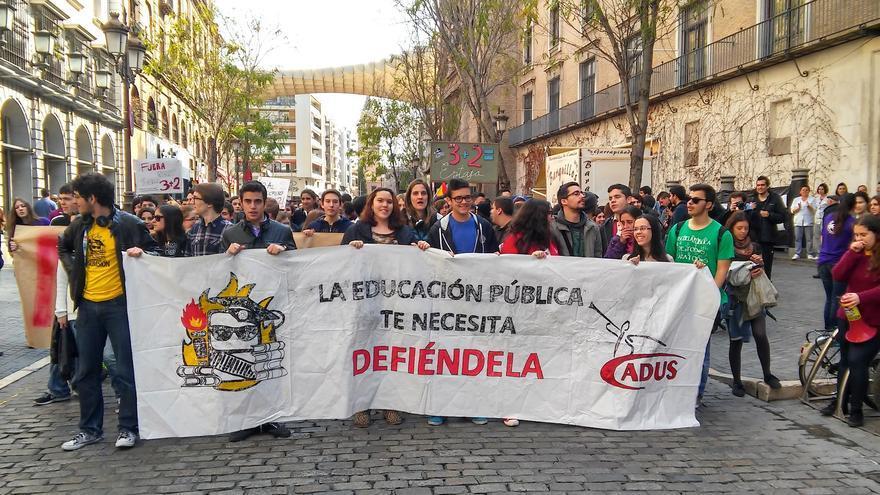 Los estudiantes sevillanos protestan contra el decreto de Wert