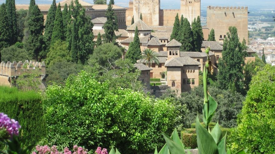 Detenidas 23 personas en una operación por un presunto fraude en contrataciones de la Alhambra