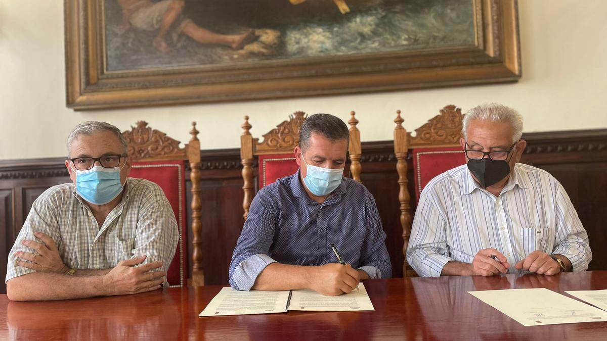 Acto de entrega del archivo personal de Manuel Guardia Roldán.
