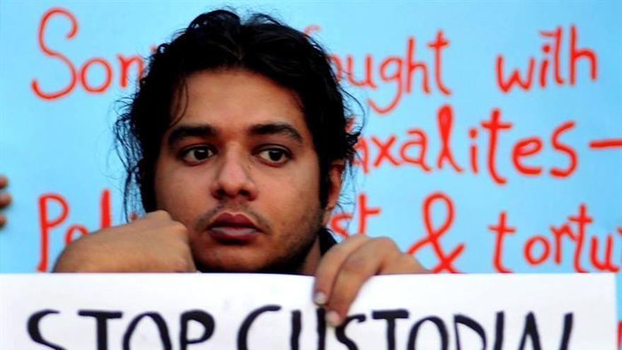 Atacada con un químico una política y activista tribal india
