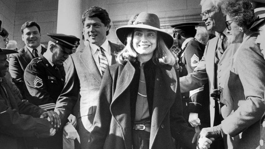 Fotografía cedida por el Sundance Institute en la que se registró a Hillary Clinton (c), líder demócrata y exsecretaria de Estado estadounidense.