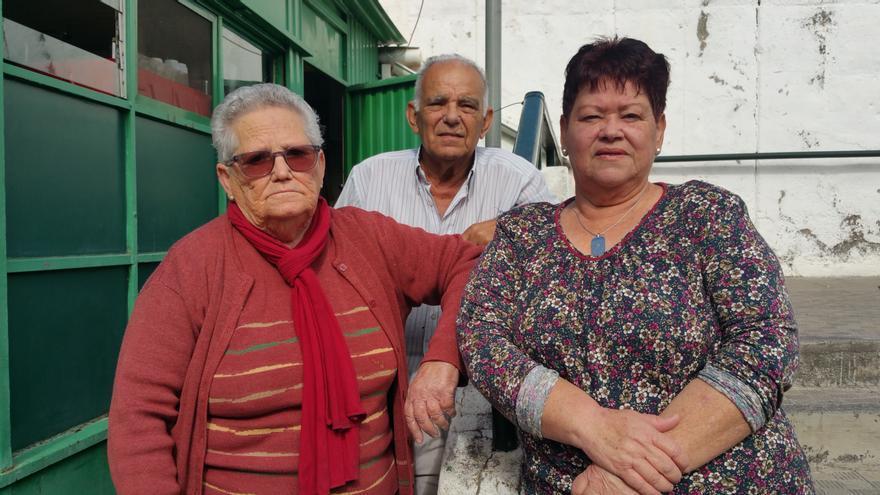 Surgia (i), José Pérez Vidal y Nieves Lorenzo. Foto: LUZ RODRÍGUEZ.