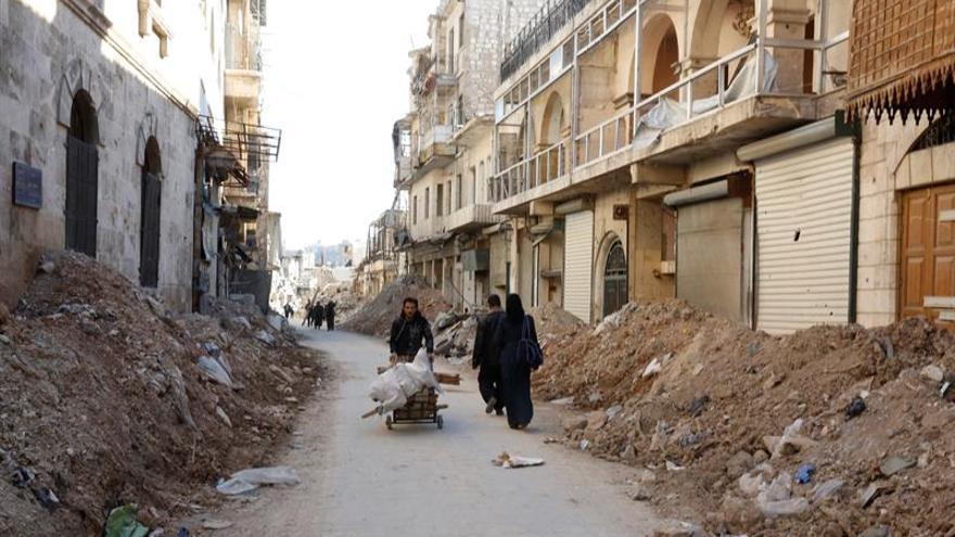 Algunas familias comienzan a regresar a la devastada Alepo