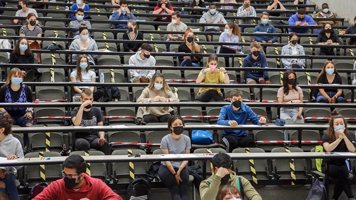 Estudiantes de Bachillerato realizan las pruebas de acceso a la universidad.