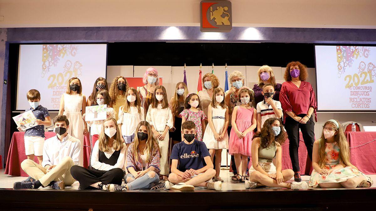 Foto de familia de la entrega de premios en la Diputación.
