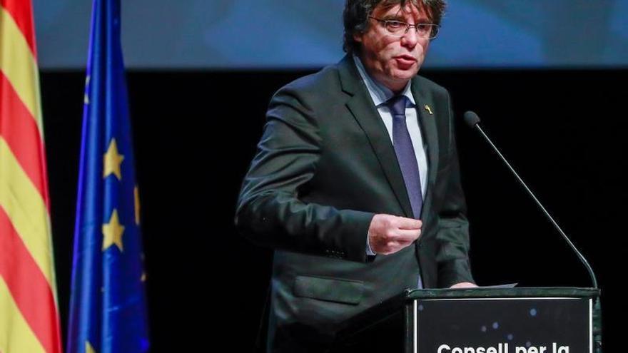 """Puigdemont pide """"unidad"""" al independentismo en el Consejo por la República"""
