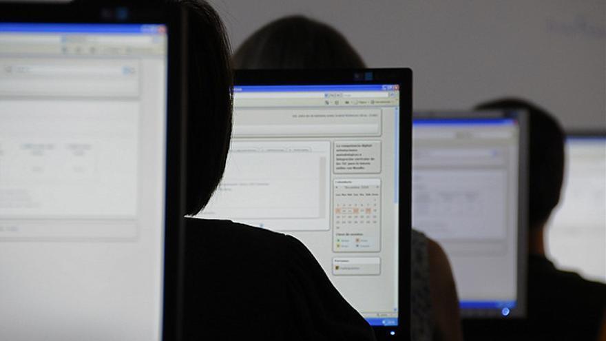 La brecha digital se refleja en la desigualdad ante la política. Foto: Olga Díaz