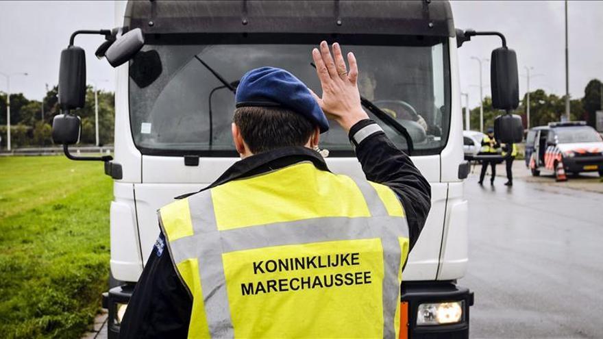 Escolares holandeses llevarán escolta al pasar por centro de refugiados