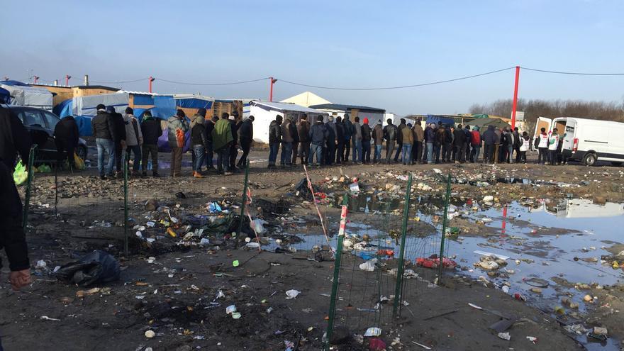 Refugiados aguardan su turno en Calais / José Bautista