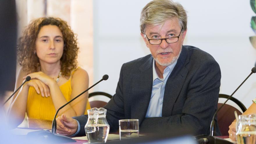 La concejala de Inclusión, Arantza Gracia, junto al alcalde de Zaragoza.