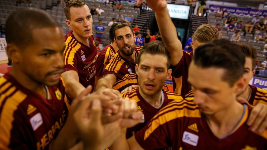 Los jugadores del Herbalife Gran Canaria celebran la victoria. (TWITTER CB GRAN CANARIA)