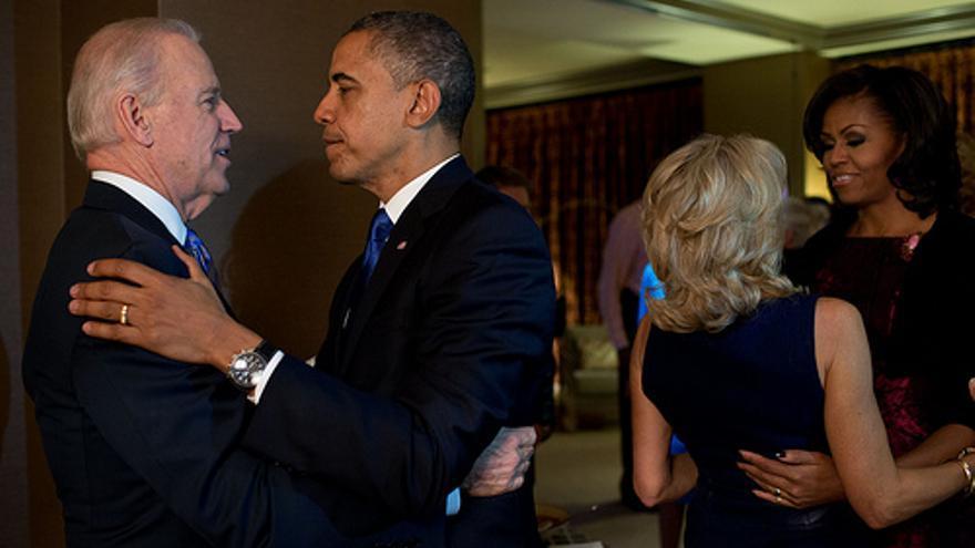 De izquierda a derecha, Joe Biden, Barack Obama, Jill Biden y Michelle Obama.