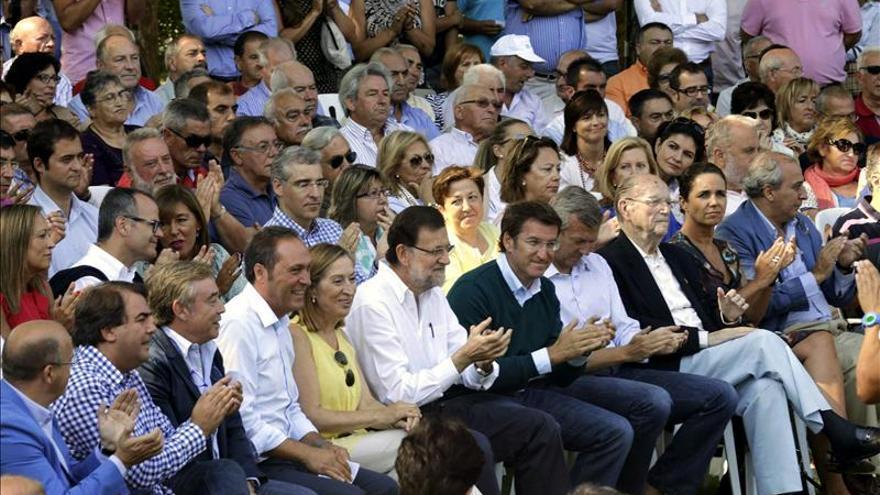 Rajoy, Feijóo y otros dirigentes del PP en el acto de Soutomaior.
