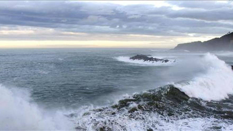 El temporal bate récord en oleajes y deja un muerto y tres desaparecidos