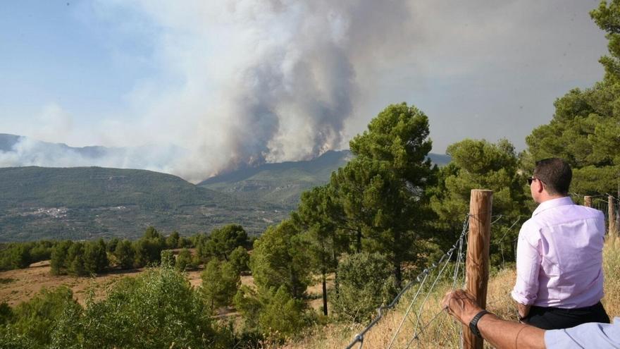 El fuego de Yeste afecta hasta el momento a 1.260 hectáreas y evoluciona mejor que el viernes