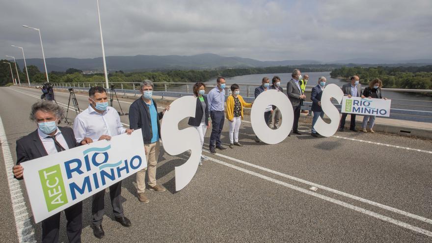 Protesta de alcaldes gallegos y portugueses en la frontera